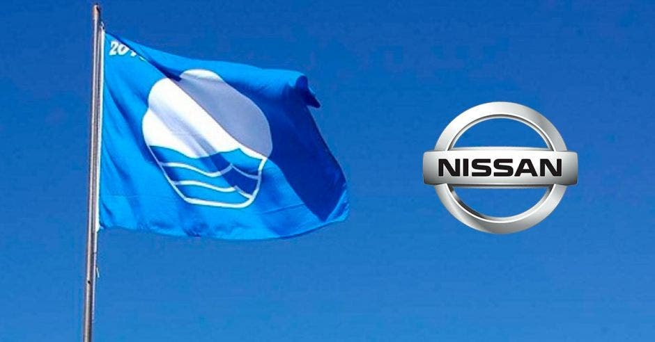 bandera azul y logo de Nissan