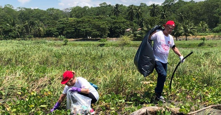 Voluntarios recolectan más de una tonelada de residuos en Puntarenas
