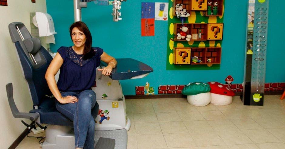 Margoth Bonilla en un consultorio de Kidoz