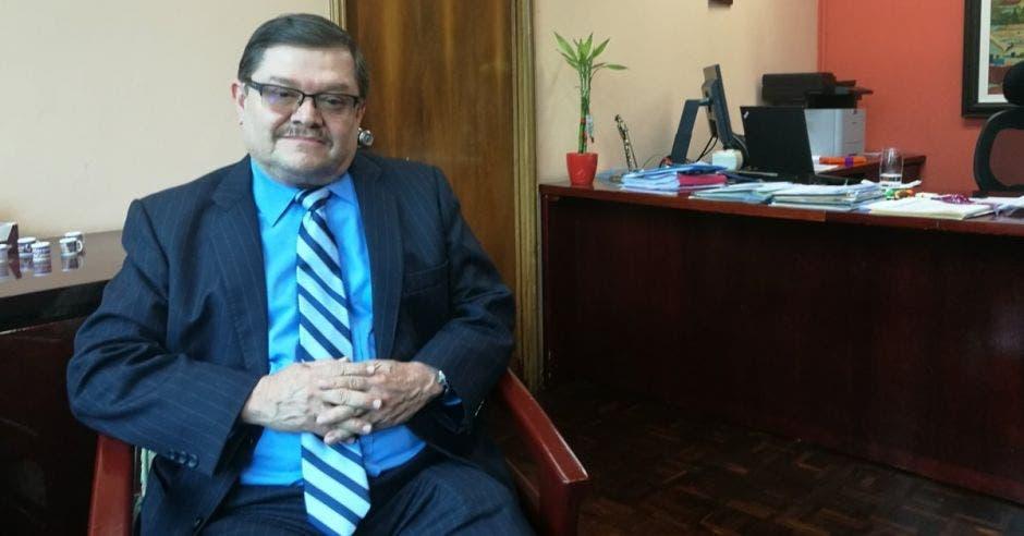 Roberto Cervantes, gerente médico de la Caja.
