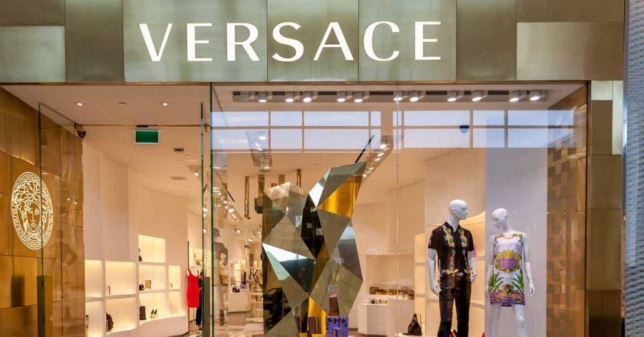 Michael Kors obtiene acciones de Versace