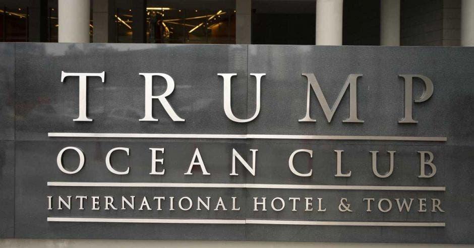 Letrero antiguo del Hotel Trump