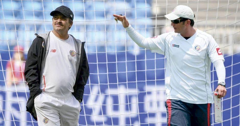 Nuevos entrenadores imponen su filosofía y el proceso comienza de cero ante la falta de planificación.