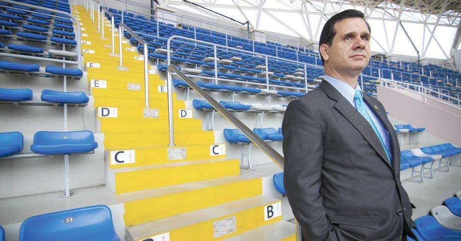 """""""Nuestro compromiso de apoyar deportes de competencia y alto rendimiento por medio del CON quedaría congelado"""", comentó Hernán Solano, ministro de Deporte."""