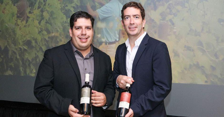 Juan Pablo García, wine ambassador; Cristian Rodríguez, gerente general.