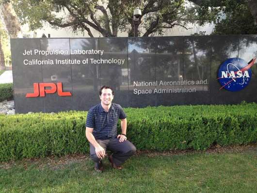 Alfredo Valverde, además de trabajar para el Laboratorio de Propulsión a Chorro de la NASA, es subdirector del Proyecto Irazú, el primer satélite que Centromérica lanzó al espacio.