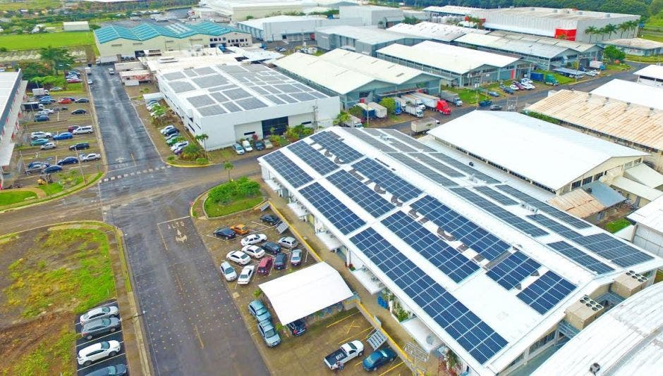 Tico Electronics ahorra un 50% en factura eléctrica con paneles solares