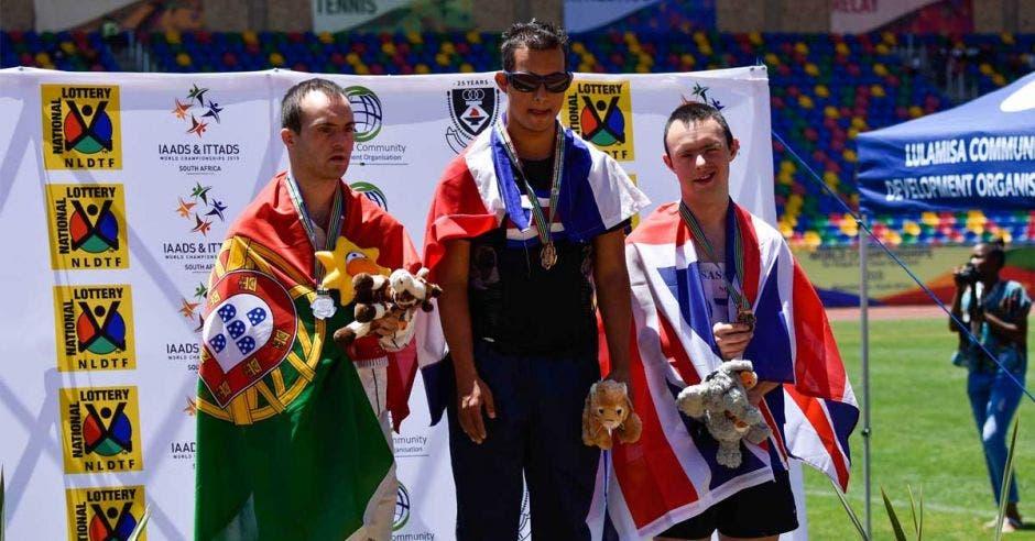 El costarricense revalidó su cetro como el más rápido del mundo.