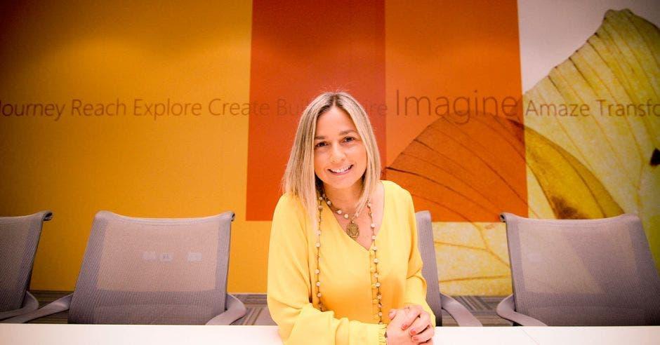 Ineke Geesink posa en una de las oficinas de Microsoft