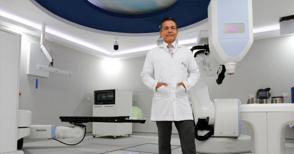 Luis Fernando Chavarría, director del Centro Oncológico Costarricense