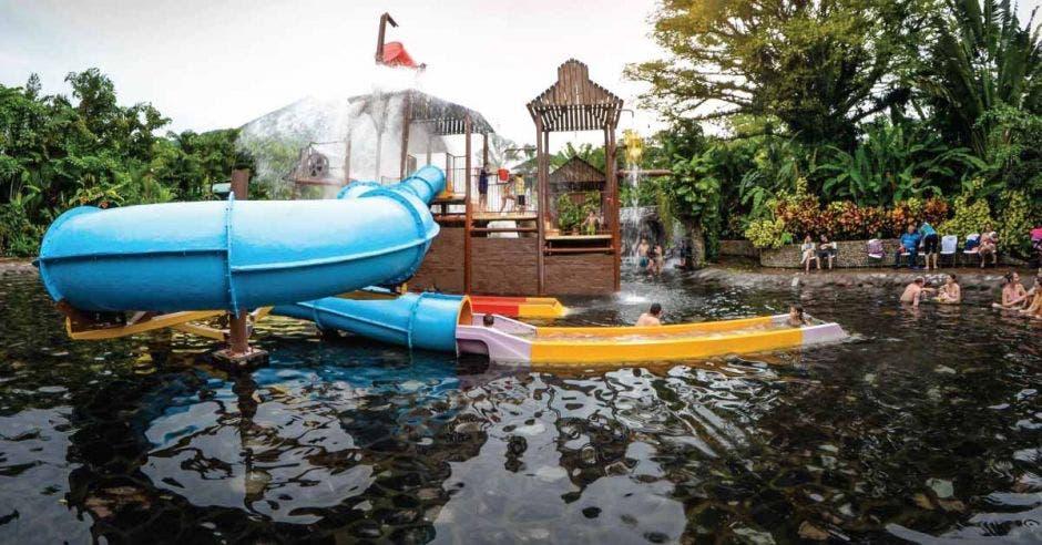 toboganes y piscinas