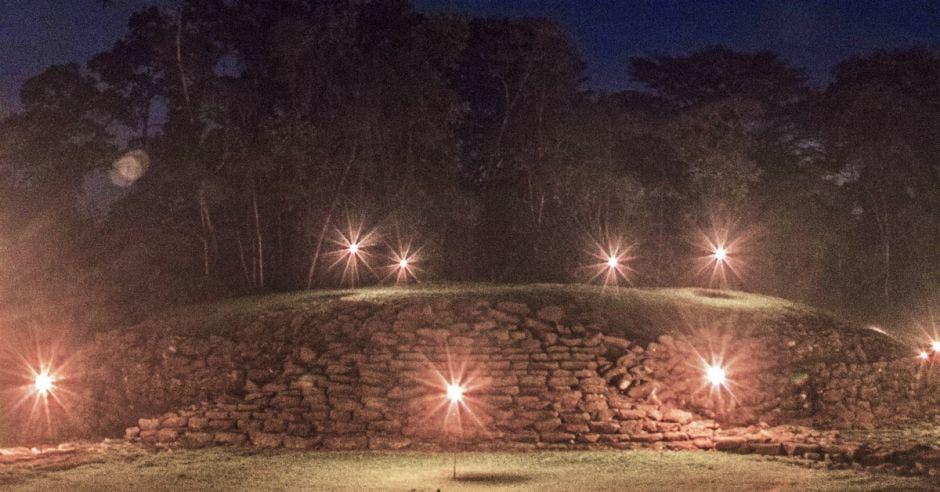 Antorchas iluminarán a senderistas en Monumento Nacional Guayabo en tour nocturno