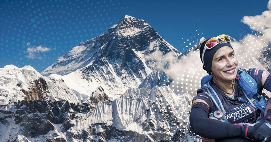 Ligia Madrigal con el fondo del Everest a sus espaldas