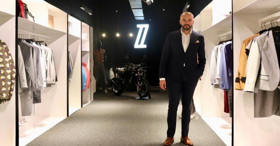 Diseñador Fabrizzio Berrocal abre su primera tienda