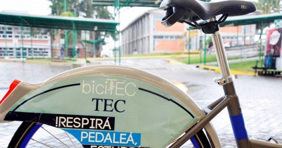 Una bici en el campus del TEC