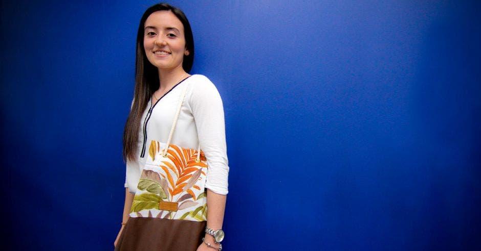Ingrid Salas, estudiante de la carrera Dirección de Empresas de la UCR