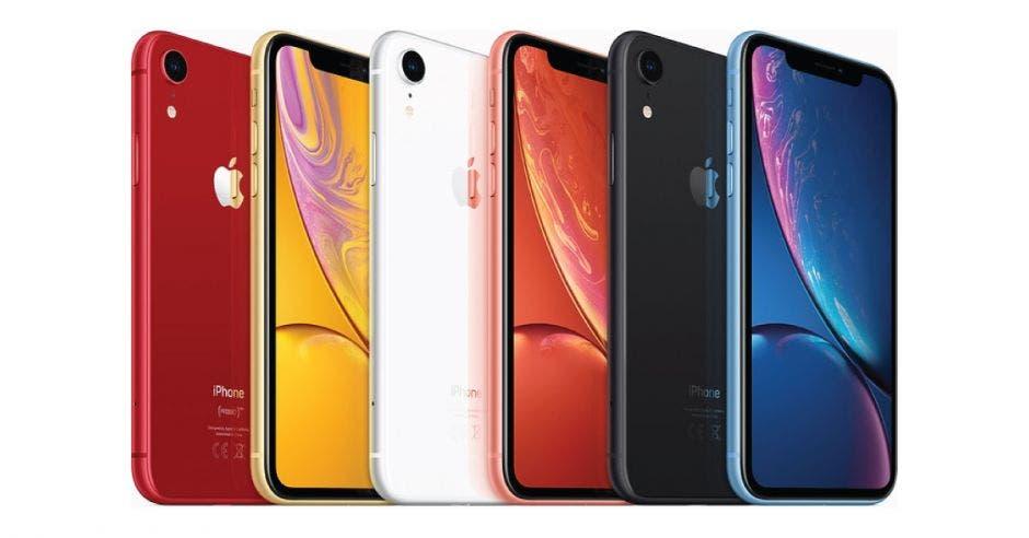 Seis Iphone de color rojo, amarillo, blanco, rosado, negro y azul