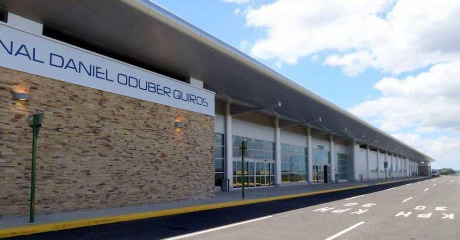 fachada del aeropuerto