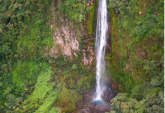 Catarata Gran Termal, Rio Caliente mide 130 metros de altura.