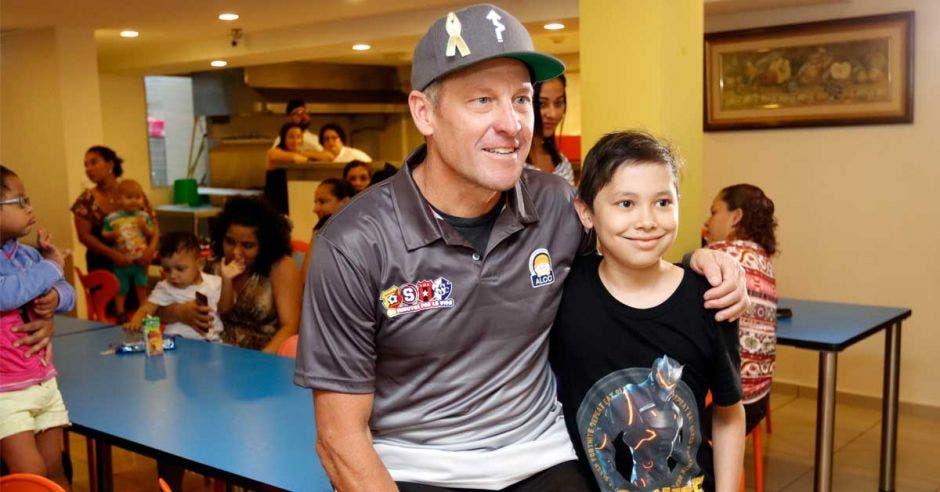 Después de visitar la Asociación, Lance Armstrong se dirigió a Jacó. Archivo/La República