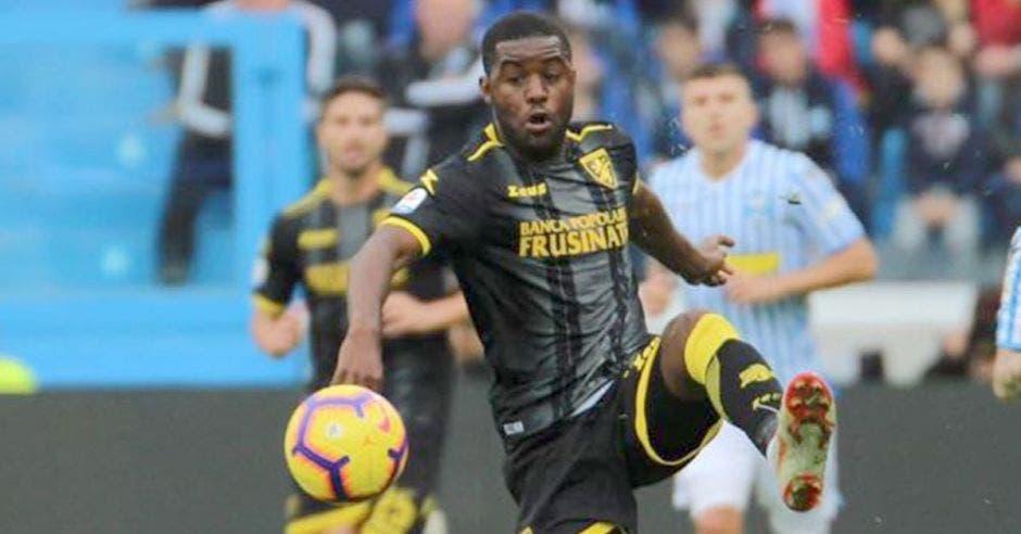 Campbell se va adaptando al fútbol italiano.