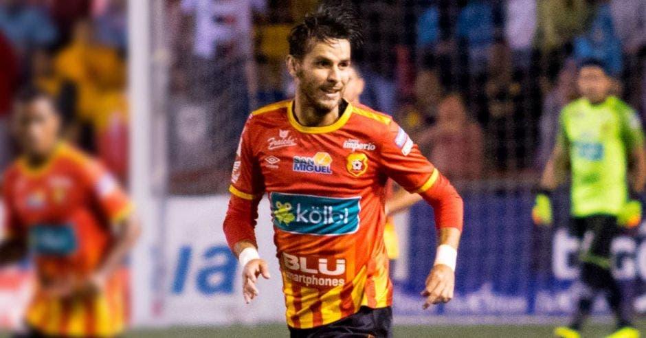 Herediano urge goles de Yendrick Ruiz.