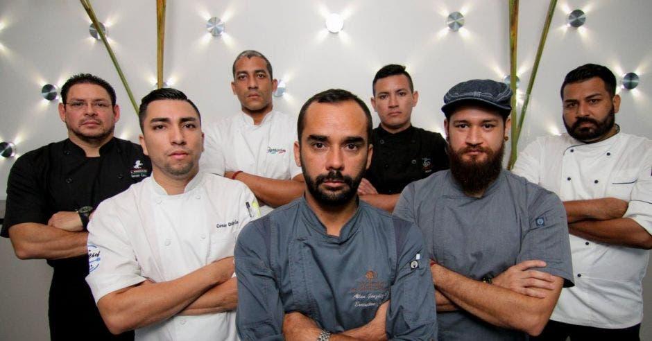 En la fotografía algunos chefs de los restaurantes participantes.