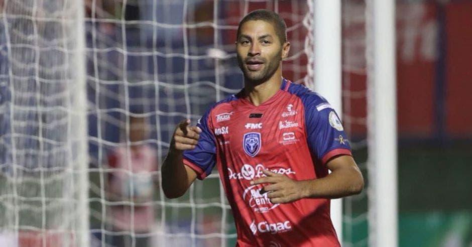 Álvaro Saborío confía en cargar de goles a la Academia.