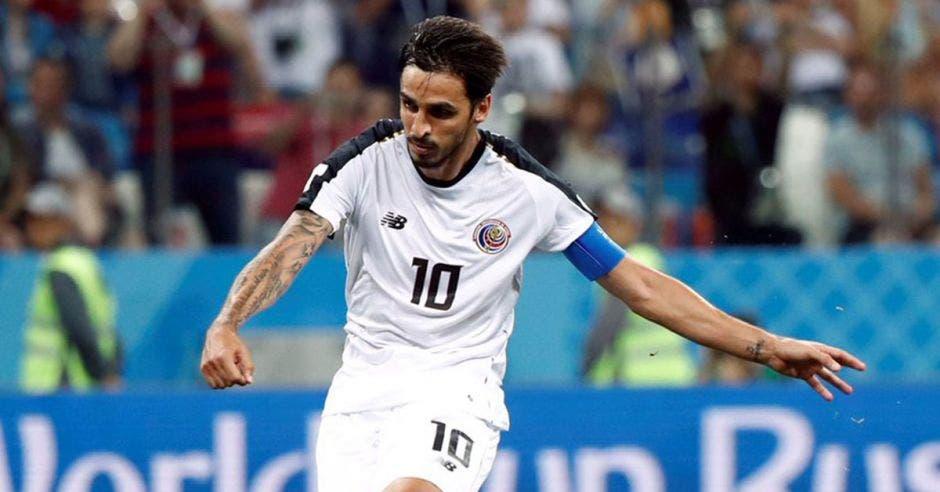 Bryan Ruiz trata de formar en el entorno de la Selección a su sucesor. Imagenesencostarica.com-La República