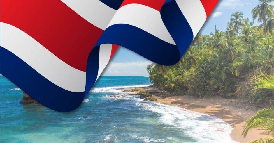 bandera de Costa Rica en una playa