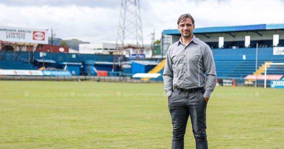El sueño de ser campeón con Cartaginés hizo que Martin Arriola se mantuviera como estratega en el club. Facebook Cartaginés/La República