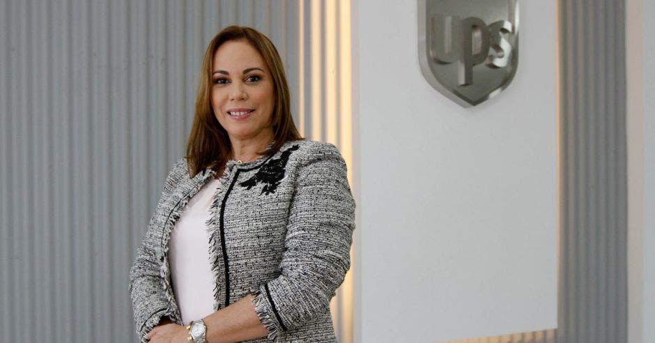 Griselle Hidalgo posa en las oficinas centrales de UPS en Costa Rica