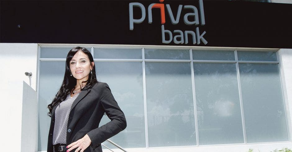 Karla Arguedas, Prival Bank