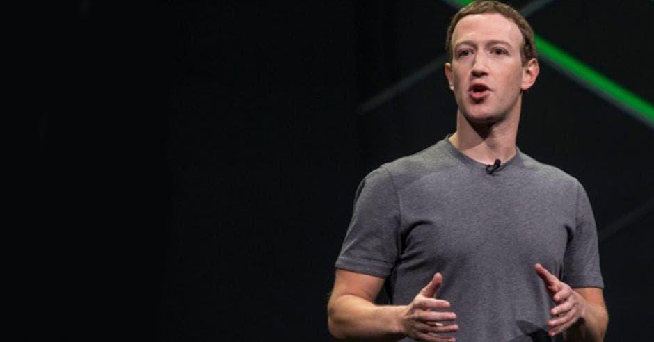 Mark Zuckerberg durante una presentación de Facebook