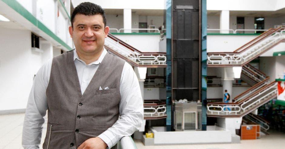 Álvaro Ventura, coordinador académico del MBA en Administración de Negocios en la Universidad Latina