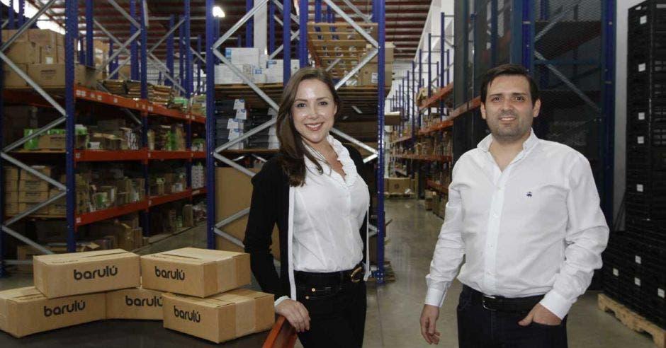 Adriana Pulido, gerente de Mercadeo de Barulú, junto a Roberto Jiménez, cofundador