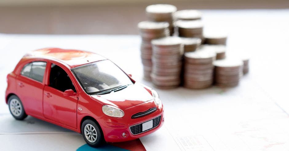 Carro con monedas al lado