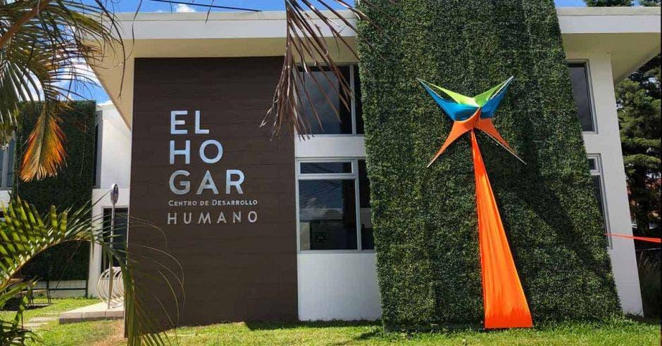 """Fachada del Centro de Desarrollo Humano """"El Hogar"""""""