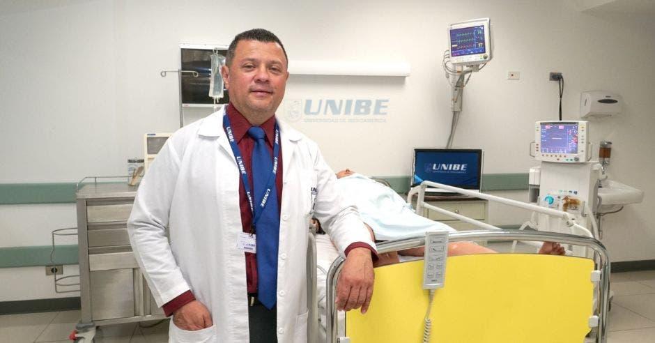 Humberto Fonseca, coordinador de Posgrados dela Facultadde Enfermería