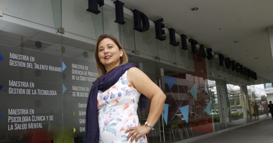 Adriana Montealegre, directora de Posgrados de Fidélitas.