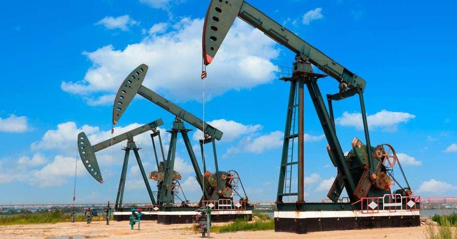 Máquinas sacando petróleo