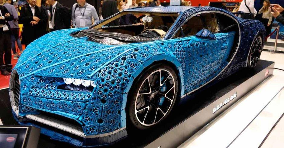 Bugatti se decidió ir por el modelo en azul para esta obra de arte. Fcebook Bugatti/La República
