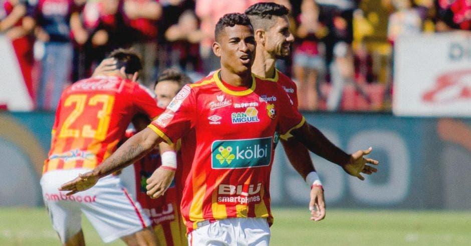 Allan Cruz es el futbolista del momento. Facebook Herediano/La República