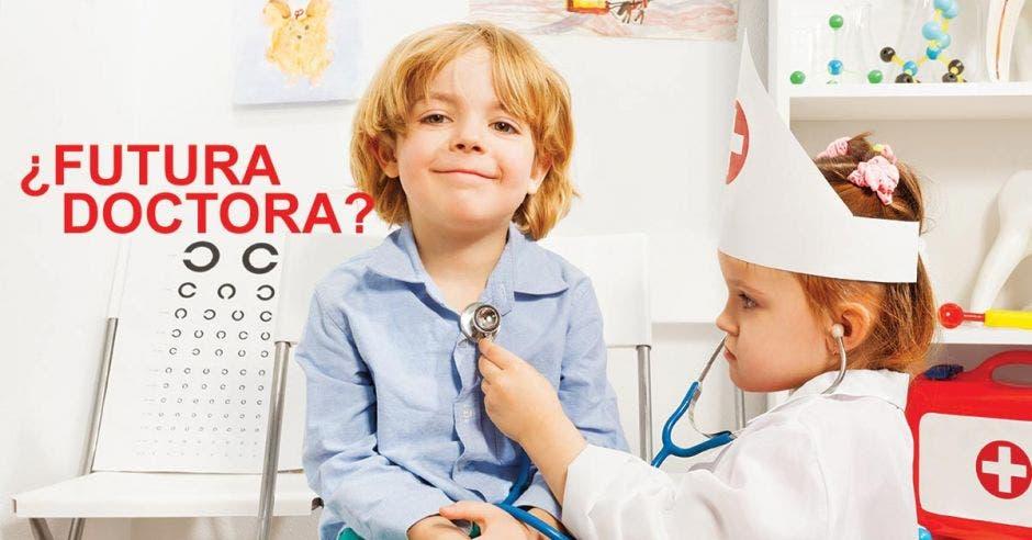 Niños jugando al doctor
