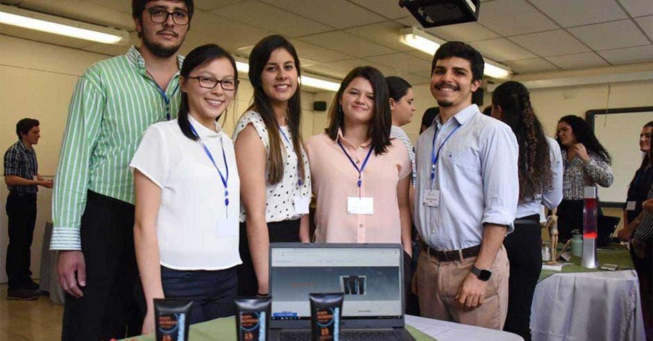 Estudiantes que fabricaron KapiScreen
