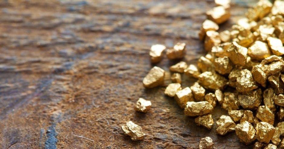 Oro en una mesa