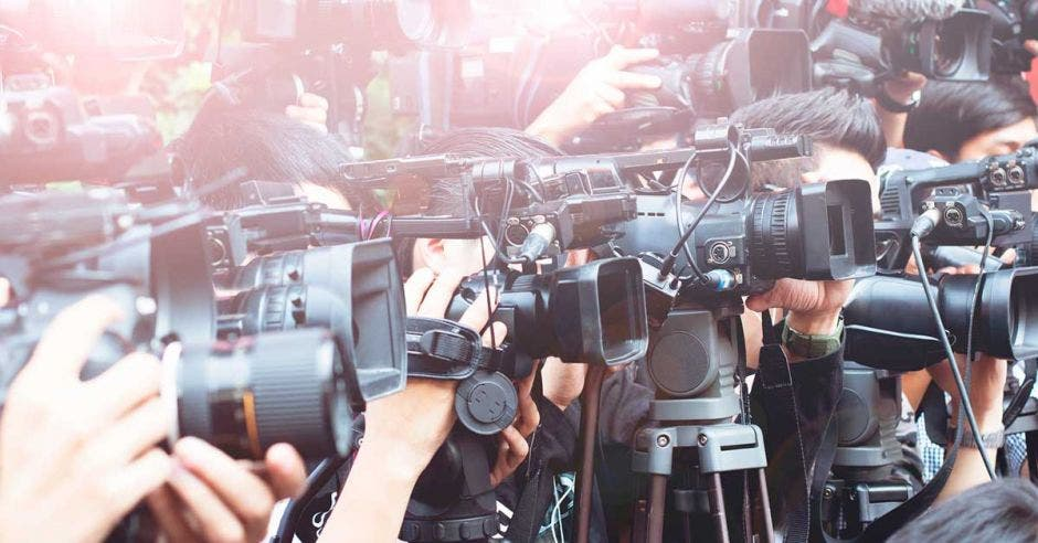 Varios reporteros con cámaras