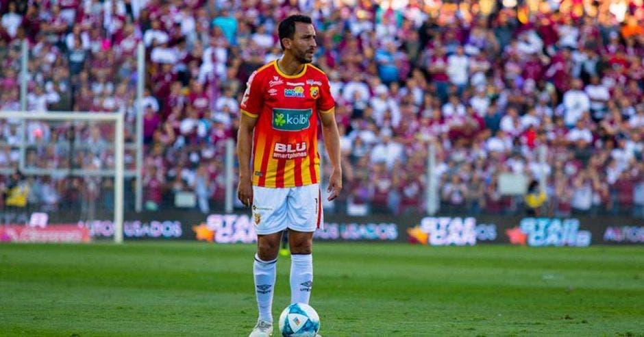 Randall Azofeifa, de cuna morada, gestó los tres goles del Team. Foto tomada del Facebook oficial del Club Sport Herediano