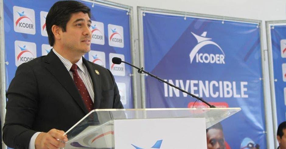 El presidente de la República, Carlos Alvarado, aseguró estar comprometido con el deporte nacional. Cortesía Icoder/La República