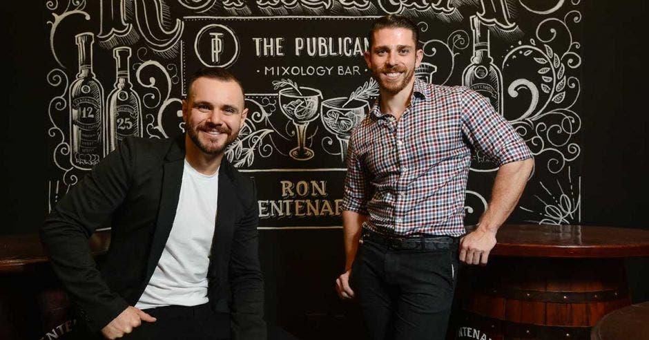 Marco Venegas Cruz y Alejandro Obon, socios del local. Cortesía The Publican/La República